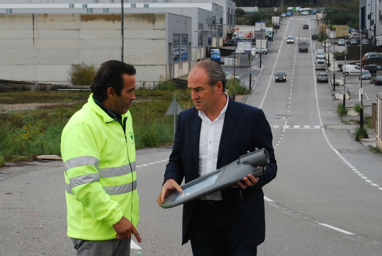A Concellería de Vías e Obras sustitúe as luminarias dos polígonos industriais o que permitirá un aforro de 51.430€ anuais e reducirá as emisións de CO2 á atmosfera