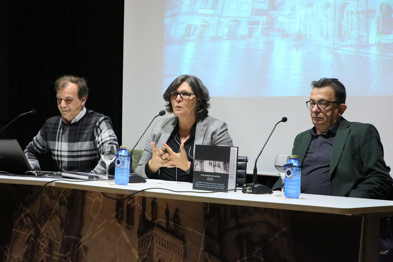 A alcaldesa aposta polo futuro da vila durante a presentación do libro 'O Porriño. Historia e Patrmonio Cultural', de Xosé Ramón Paz Antón e o fotógrafo Xulio Gil