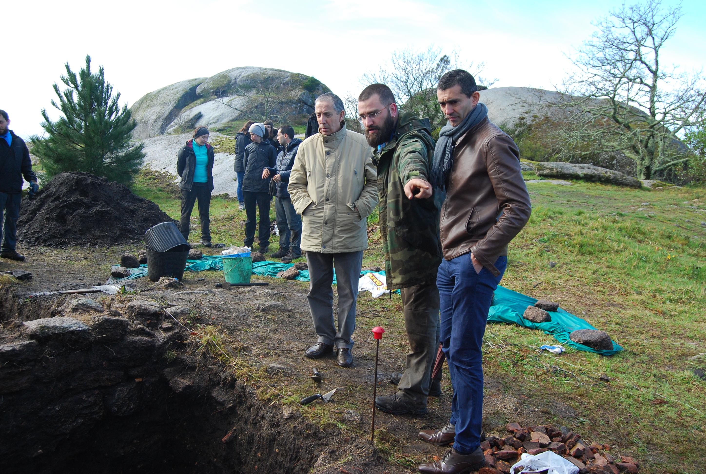 """O Goberno local contribuirá á conservación e estudo do """"excepcional"""" achádego dunha fortificación romana de 1.200 anos de antigüidade no Faro de Budiño"""