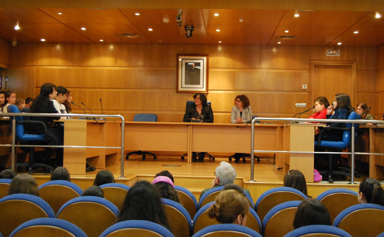 O Pleno Infantil aproba o borrador do regulamento do Consello Municipal da Infancia e da outro paso de cara ao recoñecemento do Porriño, por parte de UNICEF, coma 'Cidade Amiga da Infancia'