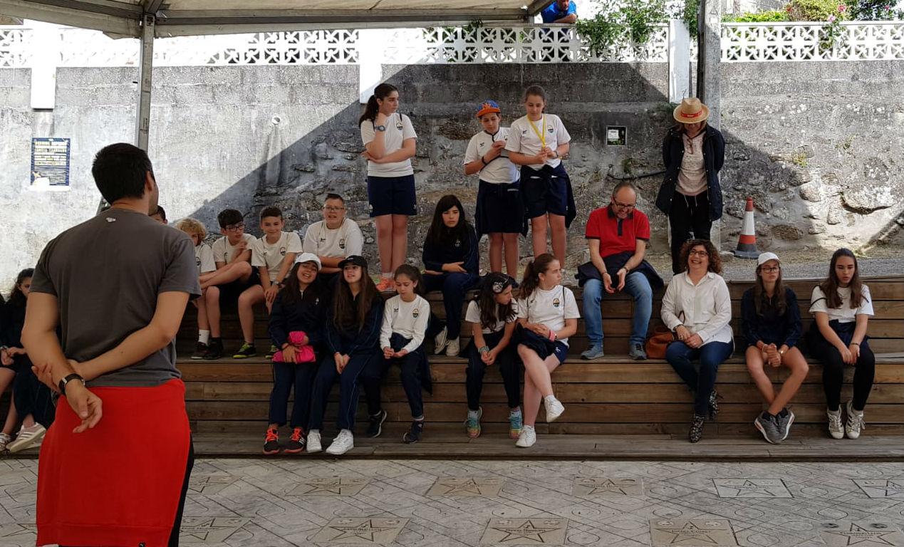 A concelleira de Educación acompaña a alumnas e alumnos de varios centros do Porriño ás primeiras actividades do @festivaldecans