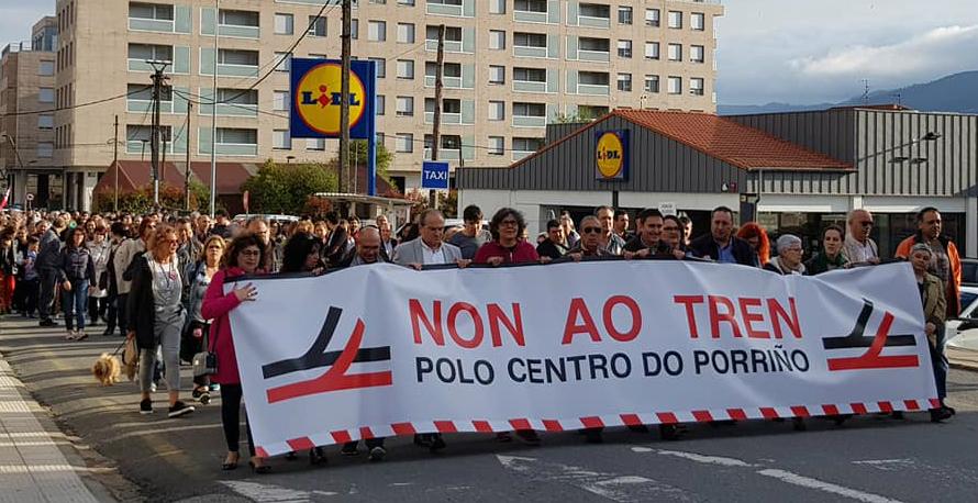 """A alcaldesa pide unha """"xuntanza urxente"""" ao novo ministro de Fomento, José Luis Ábalos, para tratar, con todos os voceiros municipais, a eliminación do paso do tren polo centro do Porriño"""