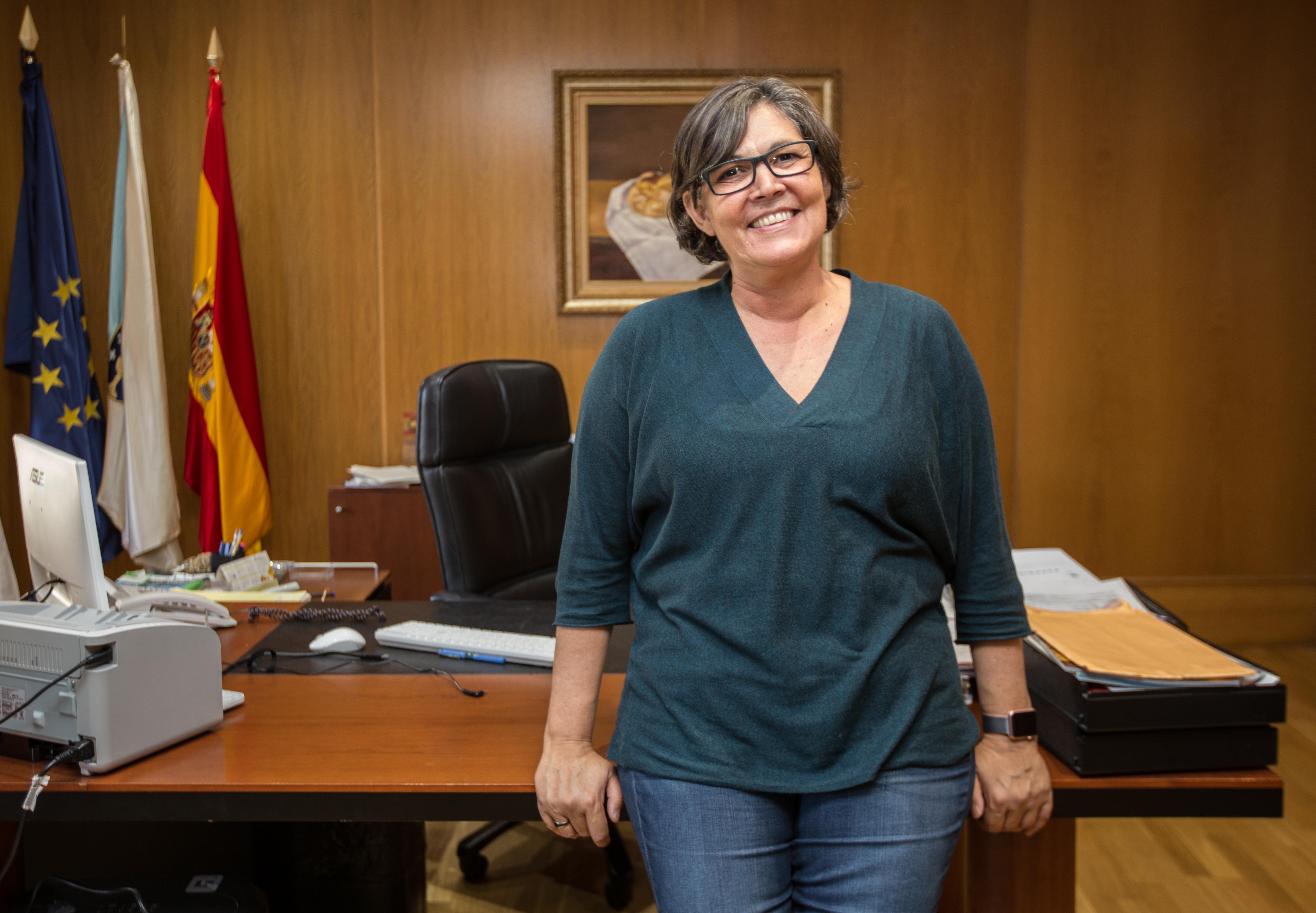 A alcaldesa cumpre o seu compromiso coas Nais e Pais (ANPA) do CEIP de Atios e o Concello inicia os traballos na cuberta do colexio