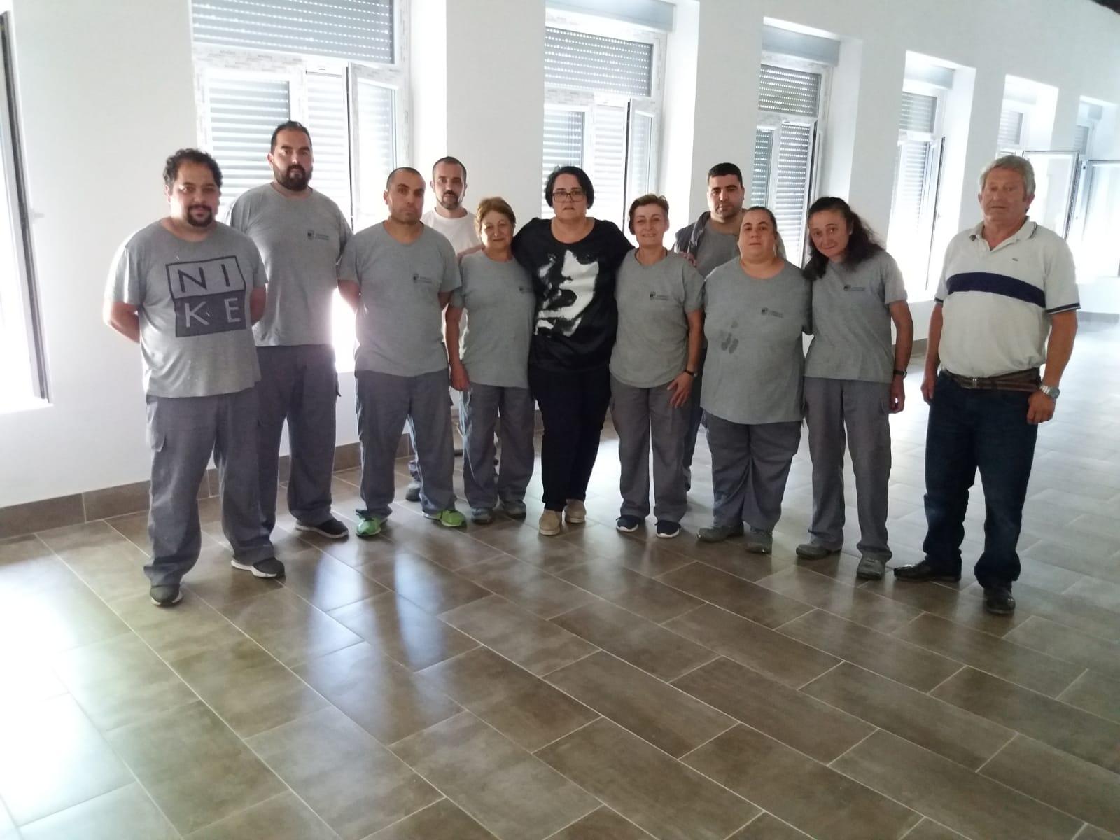 Visita da concelleira de Emprego, Soledad Girón, aos asistentes no 'Obradoiro de Emprego Covelo II'