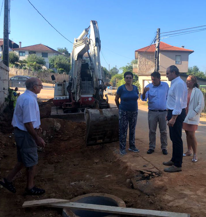 A Concellería de Vías e Obras, coordinando os seus traballos cos de asfaltado que realiza a Deputación na EP-2405, leva o saneamento a 11 vivendas do barrio de Casal, na parroquia de Budiño