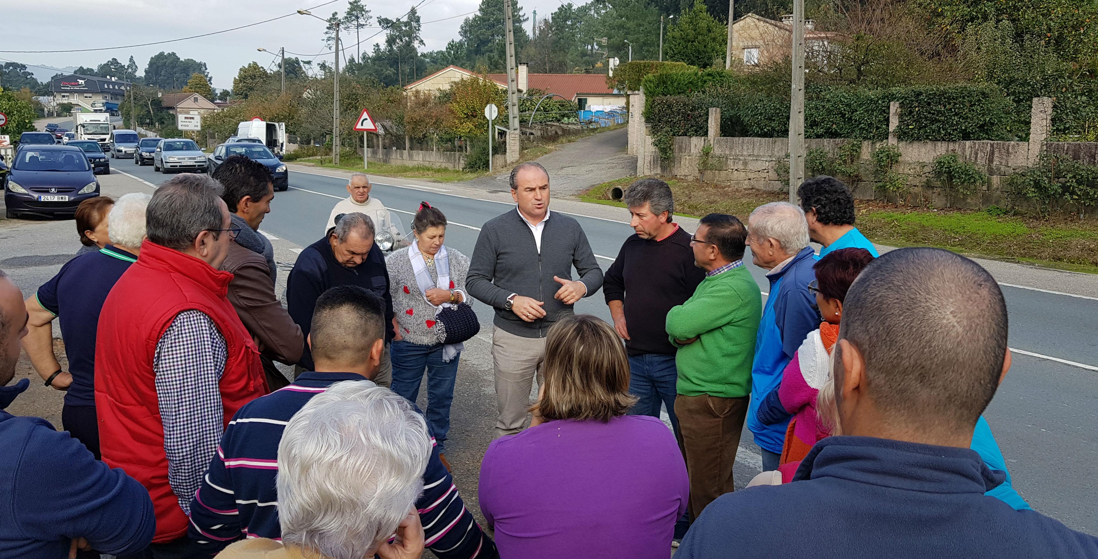 Veciños da Vaquería cortarán o tráfico na estrada PO-510 para esixir á Xunta a sinalización dunha 'isleta' central e pasos peonís para poder cruzar e xirar entre os quilómetros 2,200 e 2,600