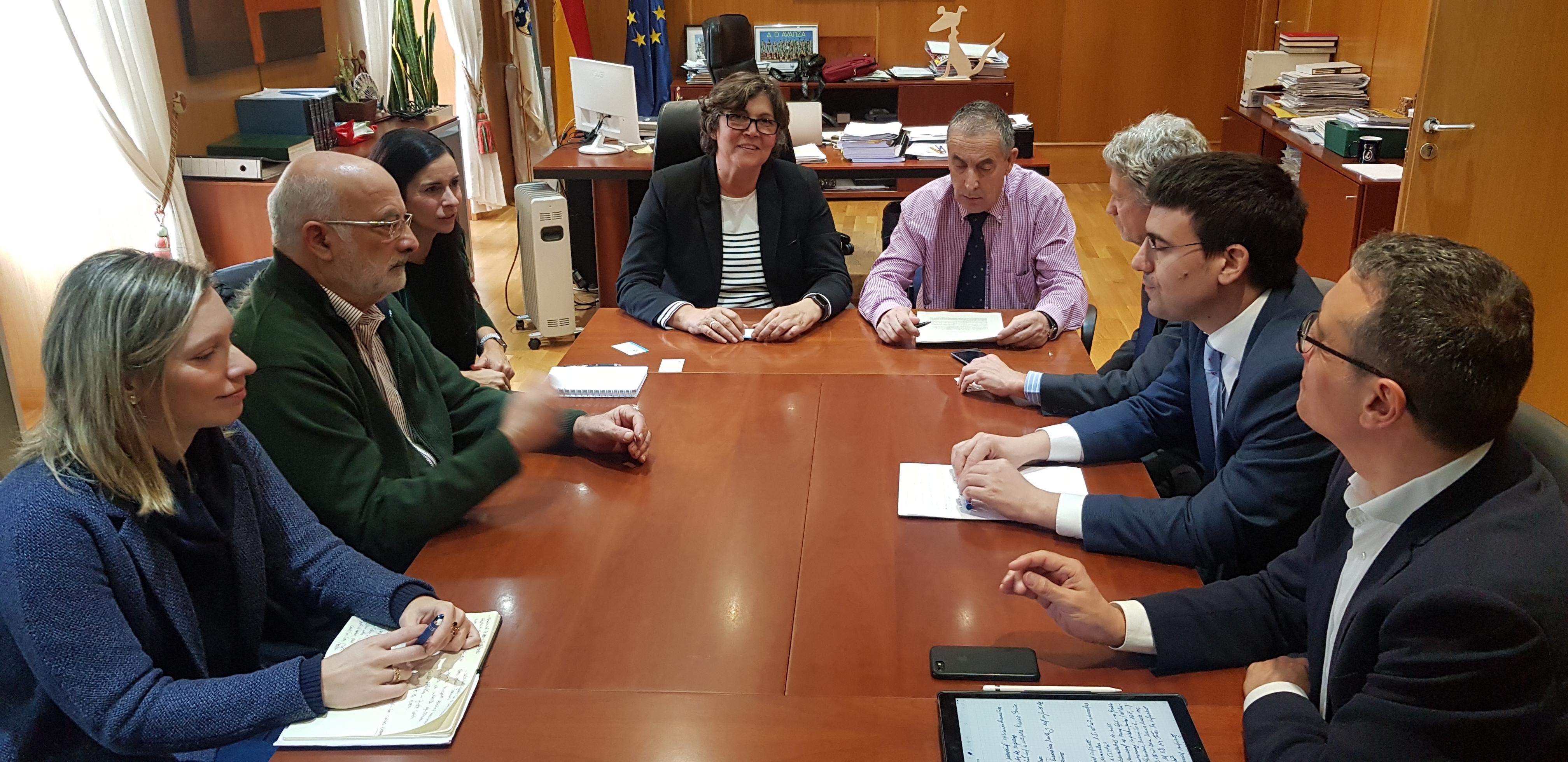 A alcaldesa reitera aos representantes do Foro de Empresarios de Galicia que O Porriño ten 1 millón e medio de metros cadrados de chan industrial e esixe que se axilice a burocracia para facilitar a chegada de empresas á vila