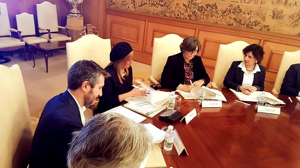 @carmelasilva e a alcaldesa do Porriño, Eva García de la Torre, asinan un convenio polo cal @depo_es achega máis de 400.000€ ao Concello para a mellora da mobilidade e seguridade da rúa Doantes de Sangue e a súa contorna
