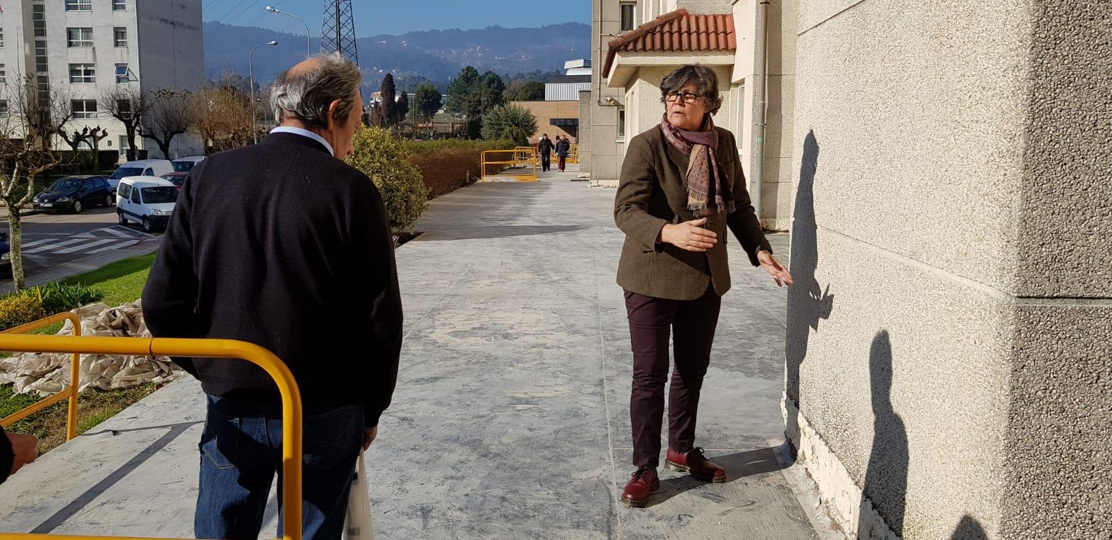 A alcaldesa asume persoalmente a solución do problema de filtracións de auga do edificio da Fase V de Torneiros, no que xa empezaron as obras que contan cun orzamento de 294.000€ e estarán rematadas en 3 meses