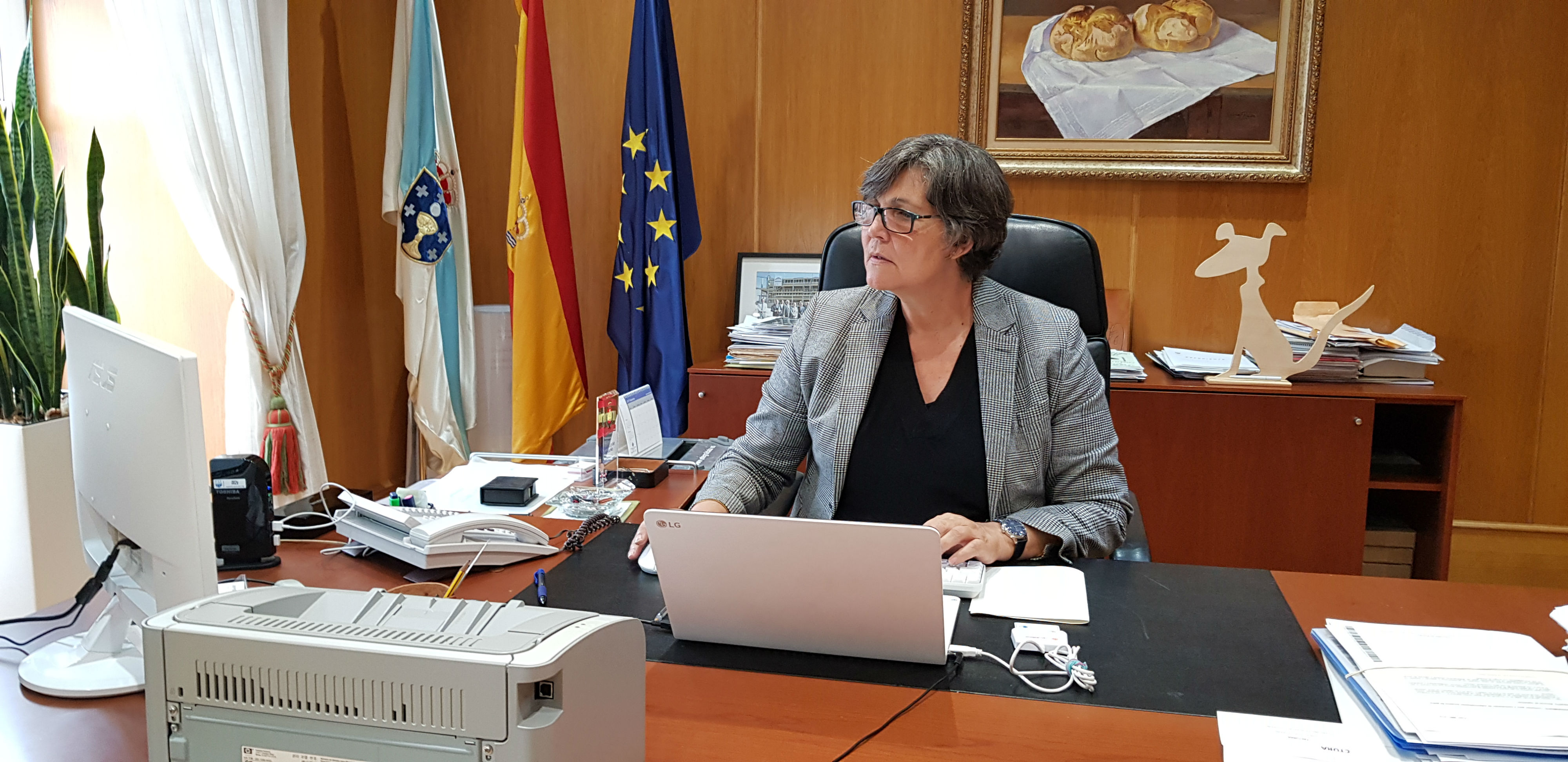 A alcaldesa cesa de todos os seus cargos dentro do Goberno Local ao tenente de alcalde, Manuel Carrera, e ao concelleiro Marcelino Coto