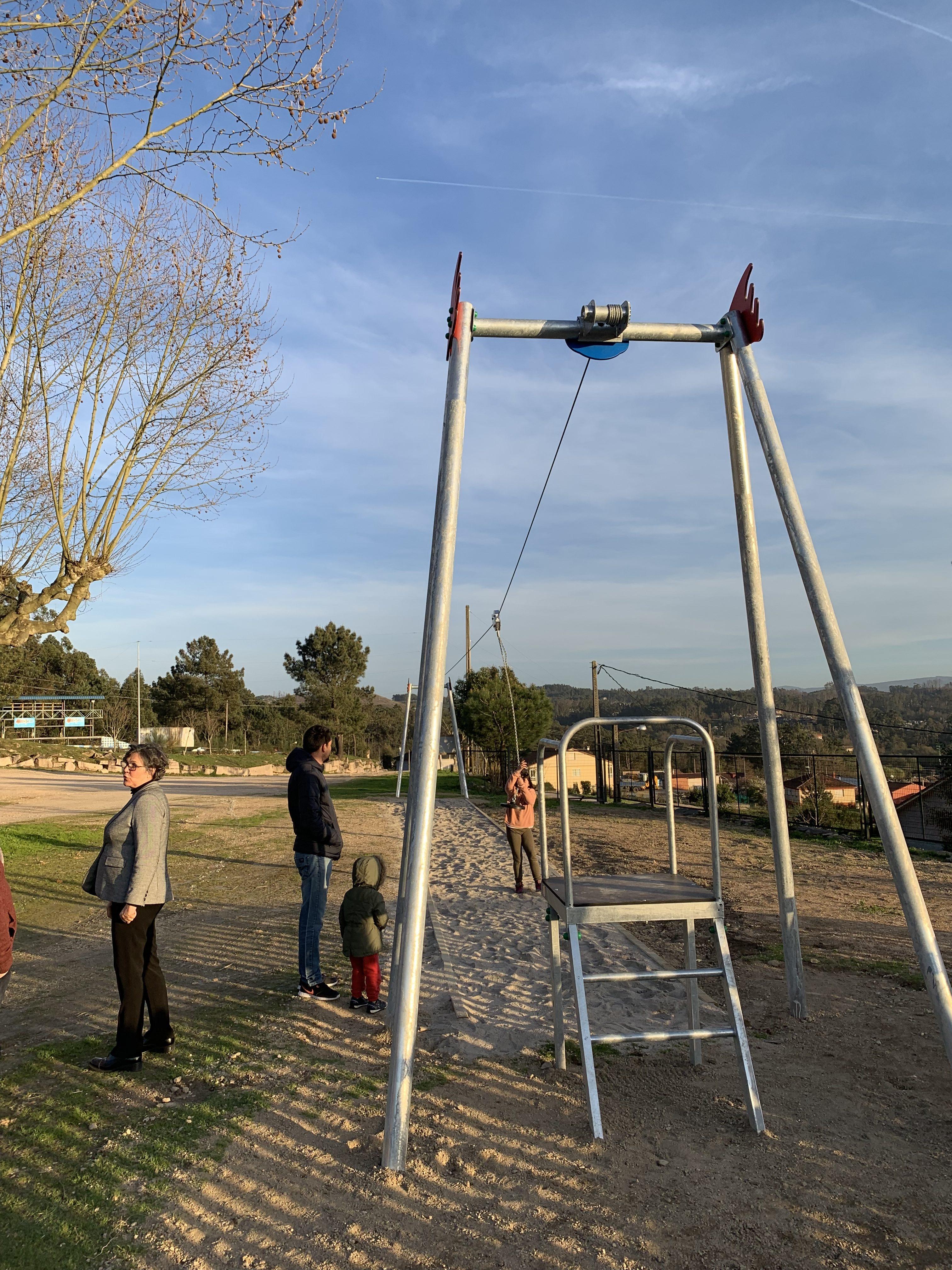 """O parque infantil """"A Forna"""" en Budiño estrea unha tirolina entre outras melloras sustanciais"""