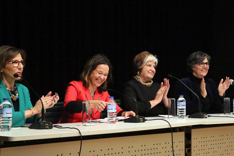 """""""As Mulleres fan Porriño"""" Interesantísimo coloquio con Leire Pajín, Carla Reyes e Carmen Avendaño"""