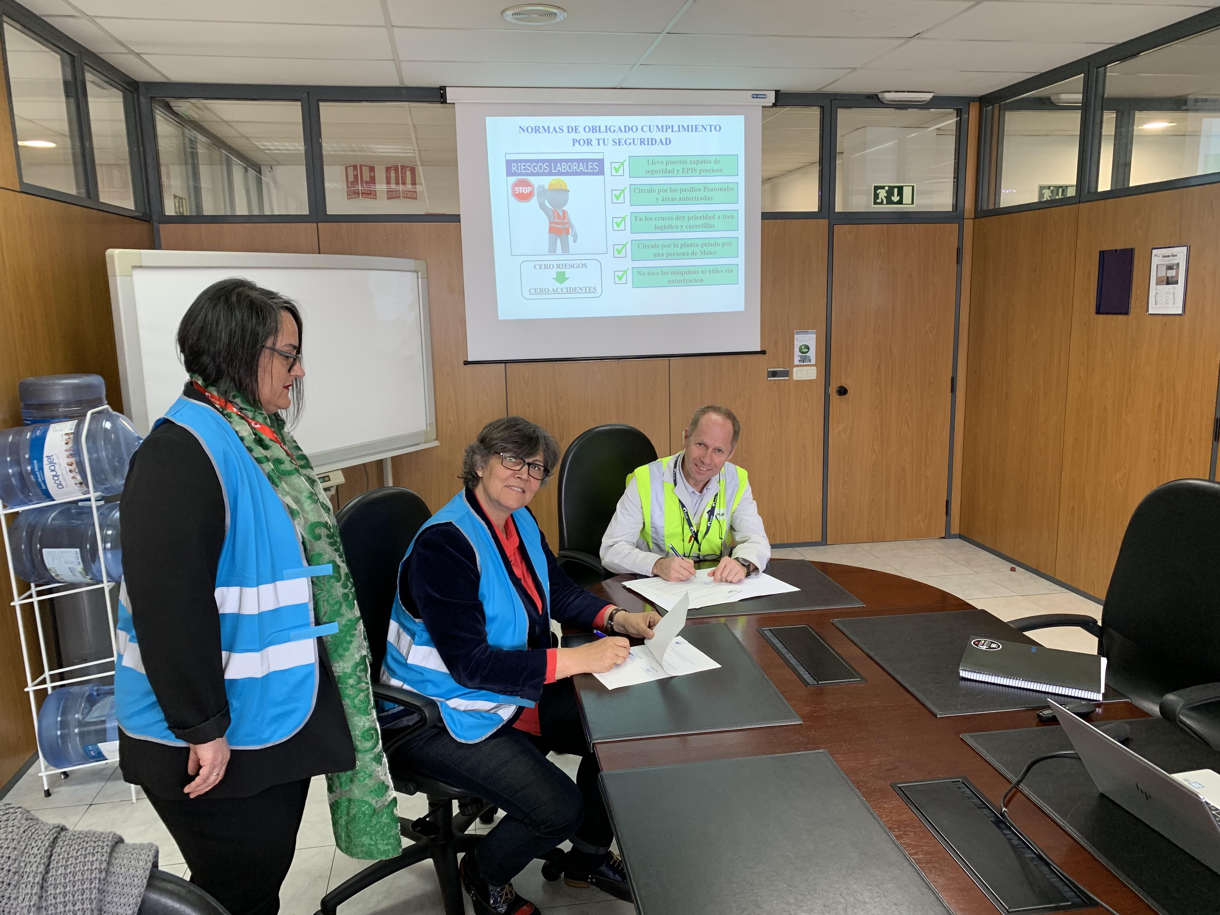 """Concello e """"Maier Ferroplast"""" firmaron un convenio para máis incorporacións laborais no ámbito do programa """"Porriño Accede"""""""