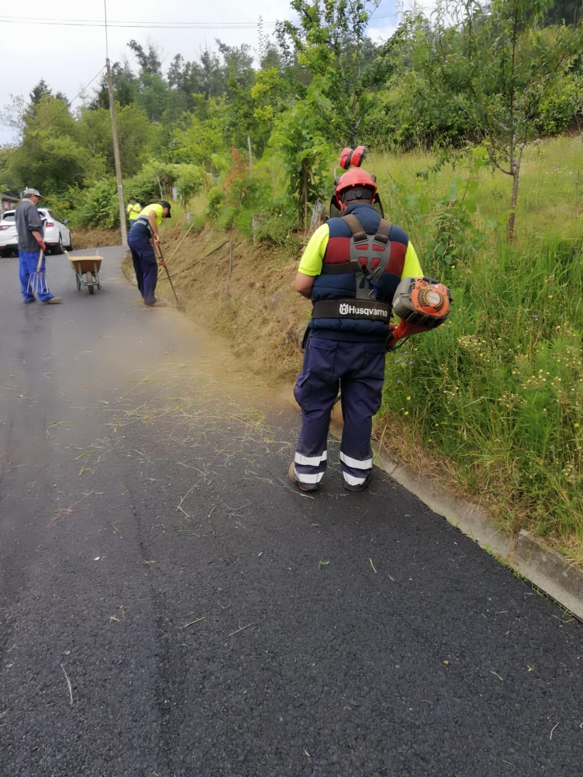 As brigadas municipais están a traballar nos desbroces e limpeza nas parroquias