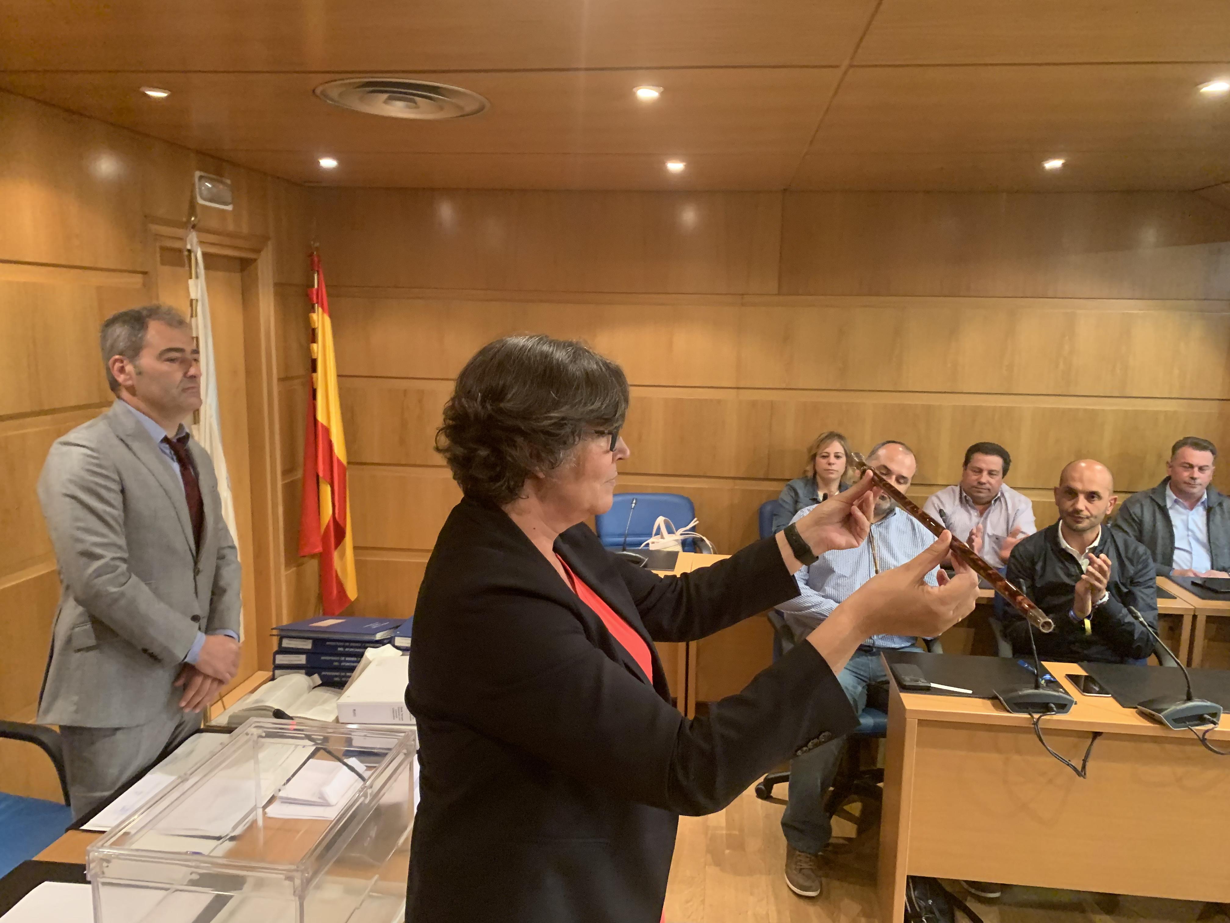 Eva García de la Torre investida como alcaldesa do Porriño con maioría absoluta