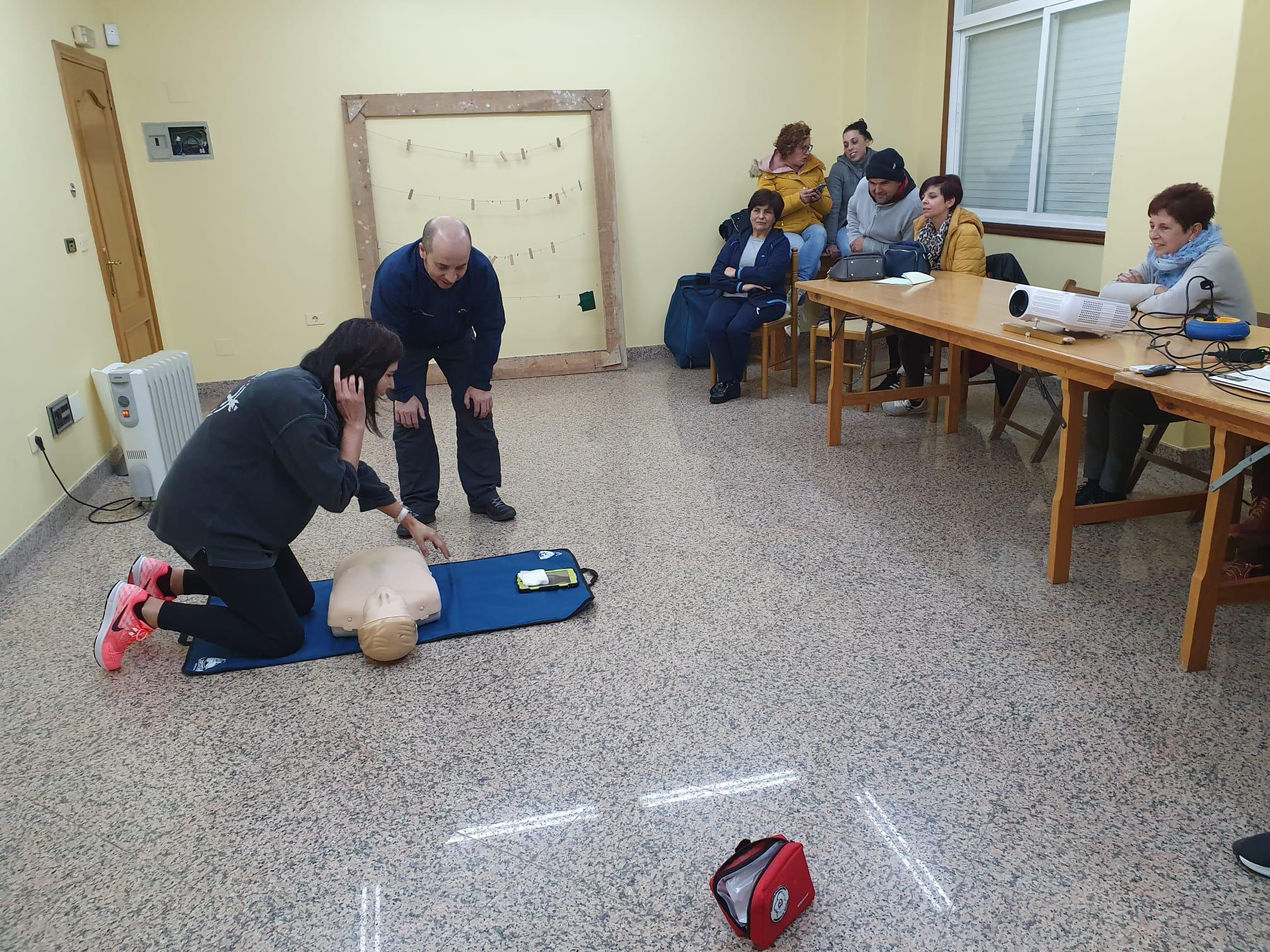 Os cursos de primeiros auxilios chegan tamén ás asociacións de veciños