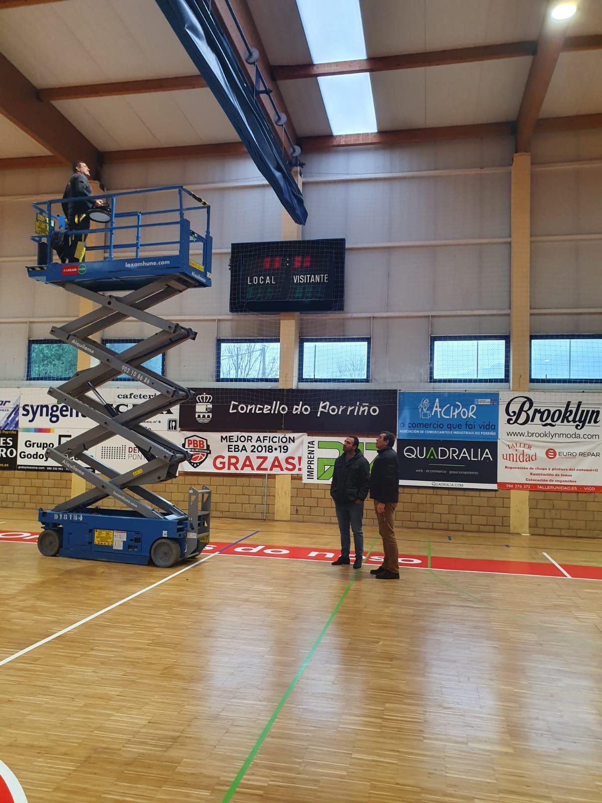 Cambio de luminarias nos pavillóns de deportes e na  piscina municipais