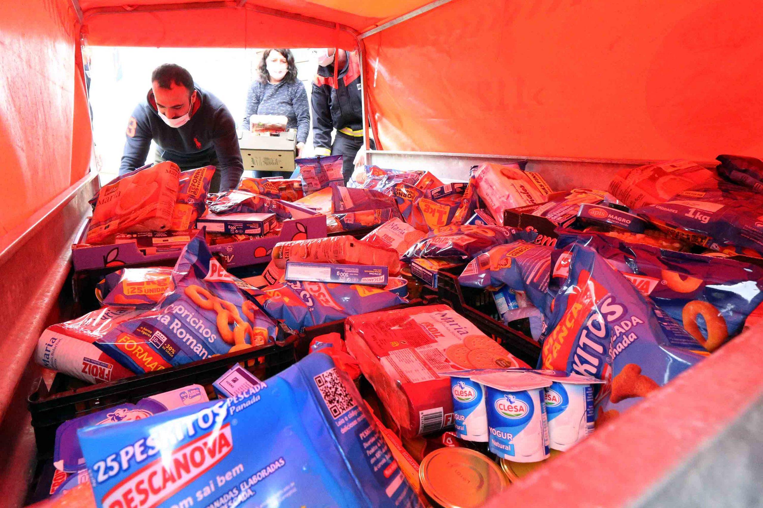 Industrias do sector alimentario doan toneladas de productos ao Concello para abastecer ás familias máis necesitadas do Porriño