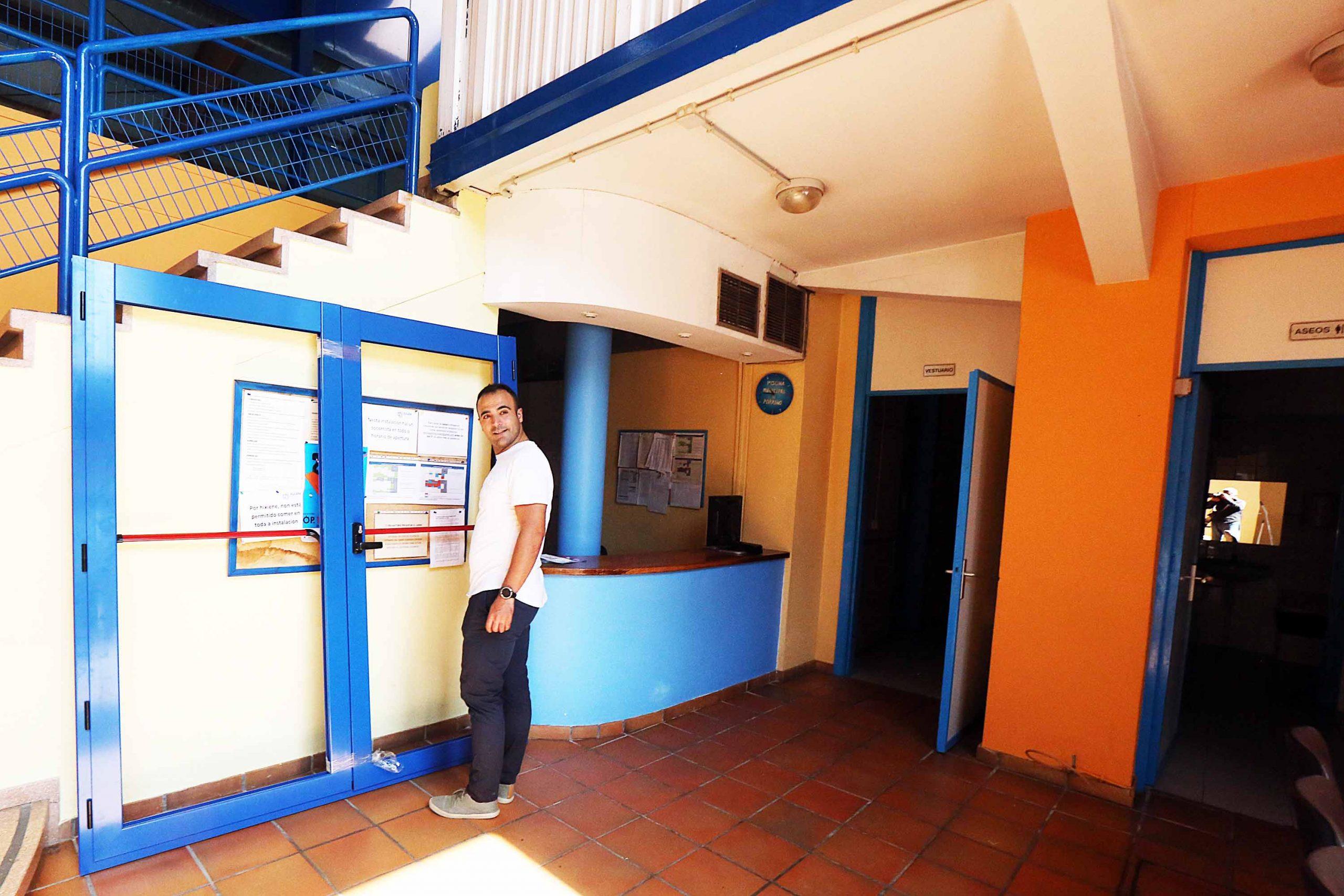 Novas portas anti-pánico para o acceso á Piscina Municipal