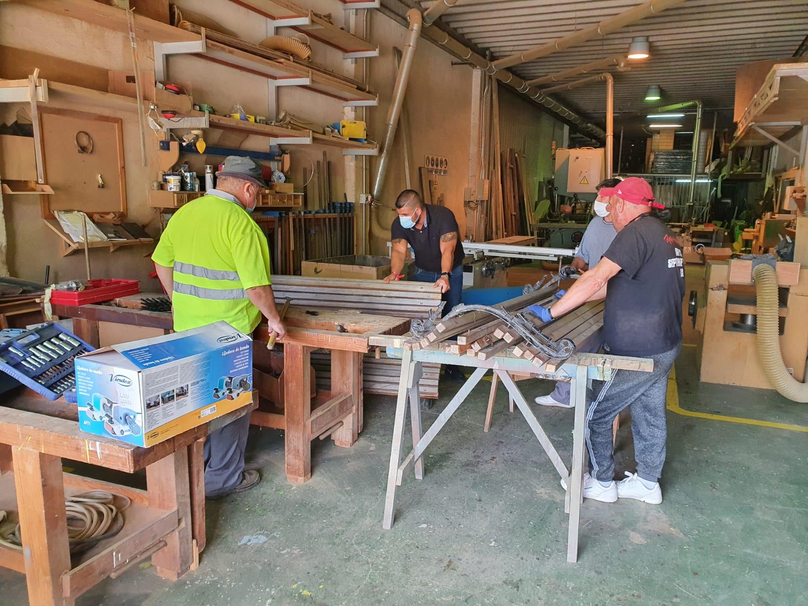 Comeza a reparación e substitución do mobiliario urbano do parque de Alba en Torneiros
