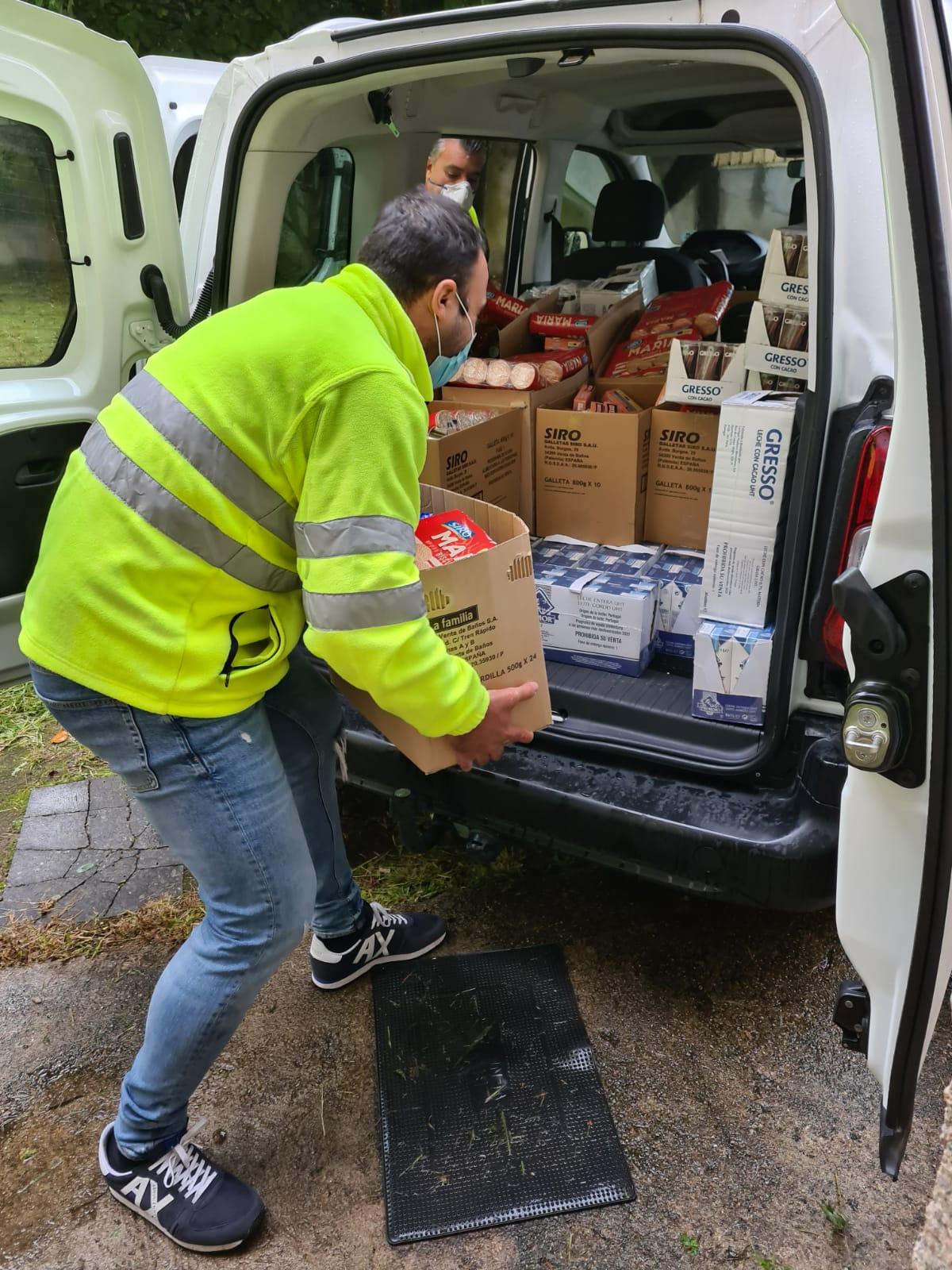 """O Banco de Alimentos """"SOS Porriño"""" entrega a domicilio para evitar aglomeracións"""