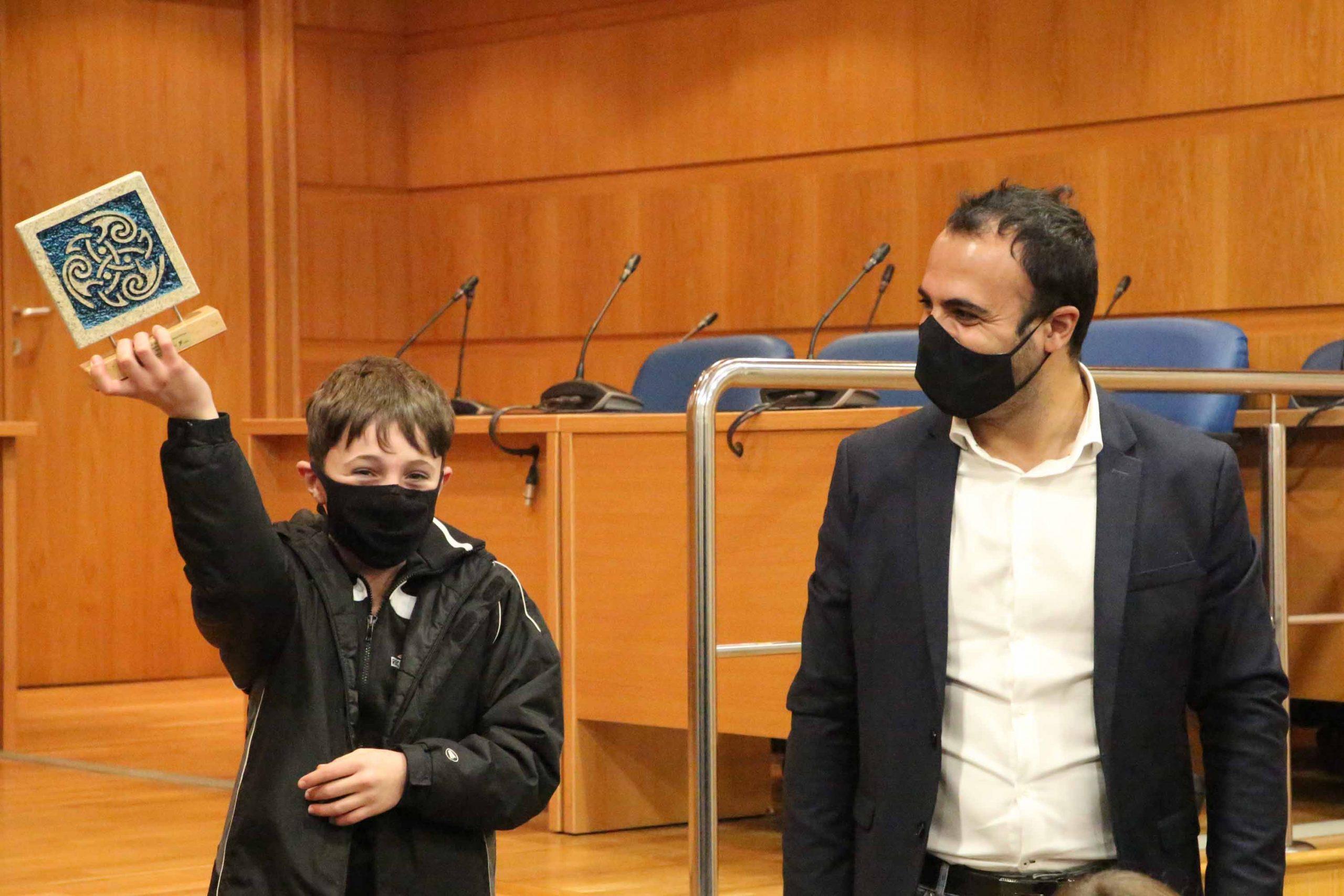 Hernán Sío e demais membros do club Ximnasia Porriño recibidos no Concello