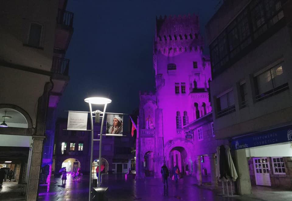 #25N: O Concello alumeado en cor violeta
