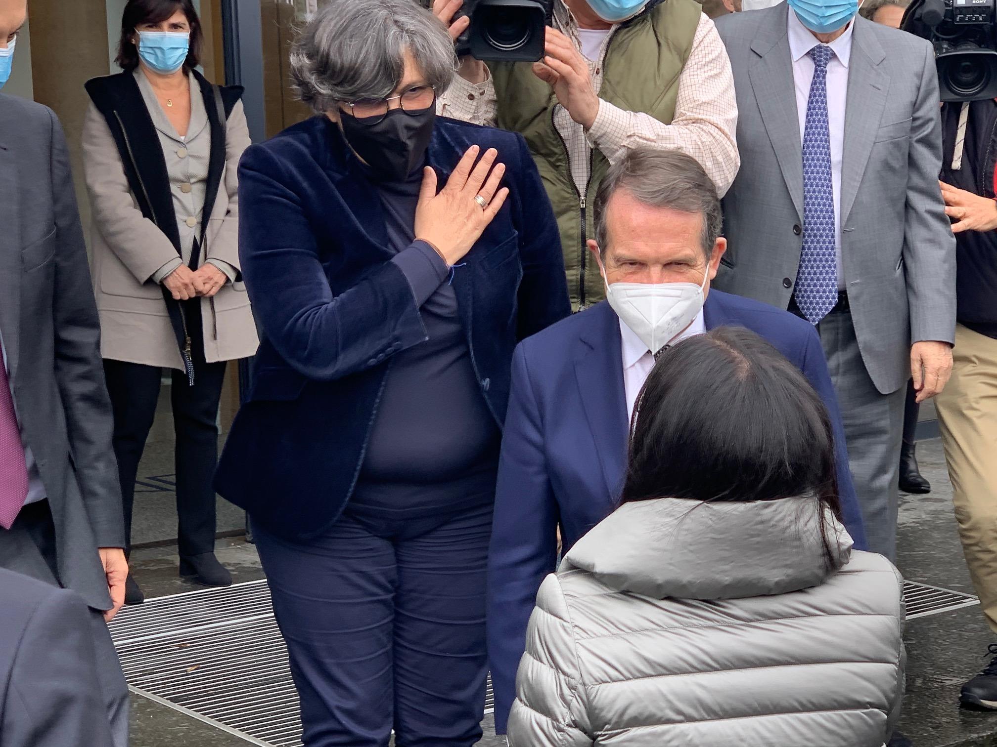"""A alcaldesa recibe á ministra de Sanidade nas instalacións de """"Biofabri"""" en Torneiros"""
