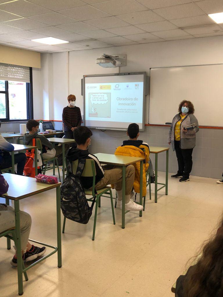 A concelleira de Igualdade asistiu no IES Ribeira do Louro ao obradoiro sobre educación afectivo-sexual para adolescentes.