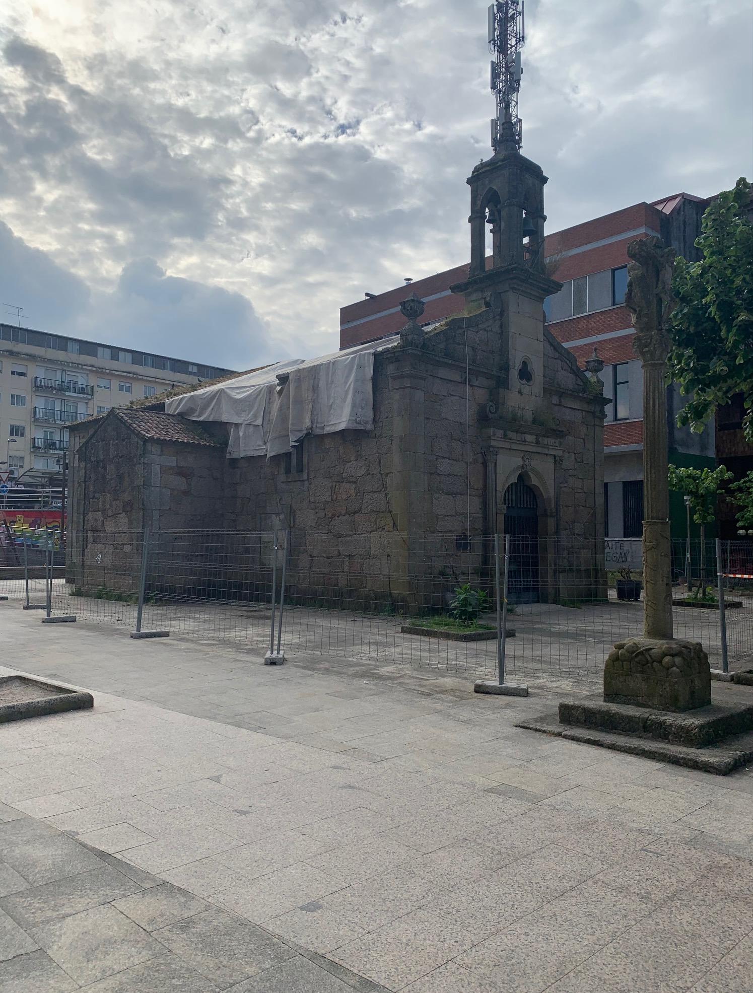 O Concello insta ao Bispado, ás empresas e ás aseguradoras a que cheguen a un acordo para arranxar a capela e reabrir o parque do Cristo