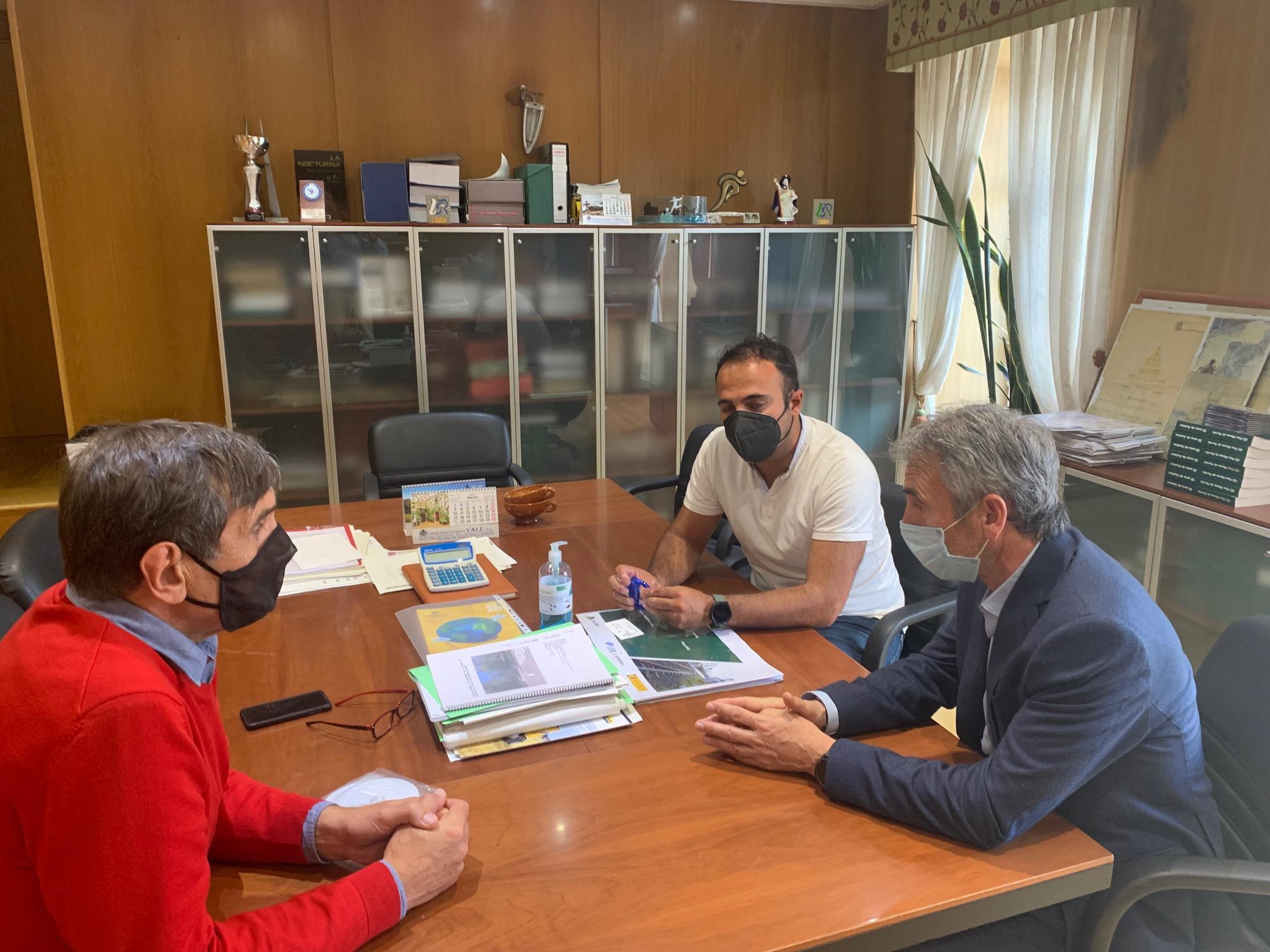 O Concello compromete co presidente da Federación Galega de Atletismo a homologación das pistas municipais da Granxa
