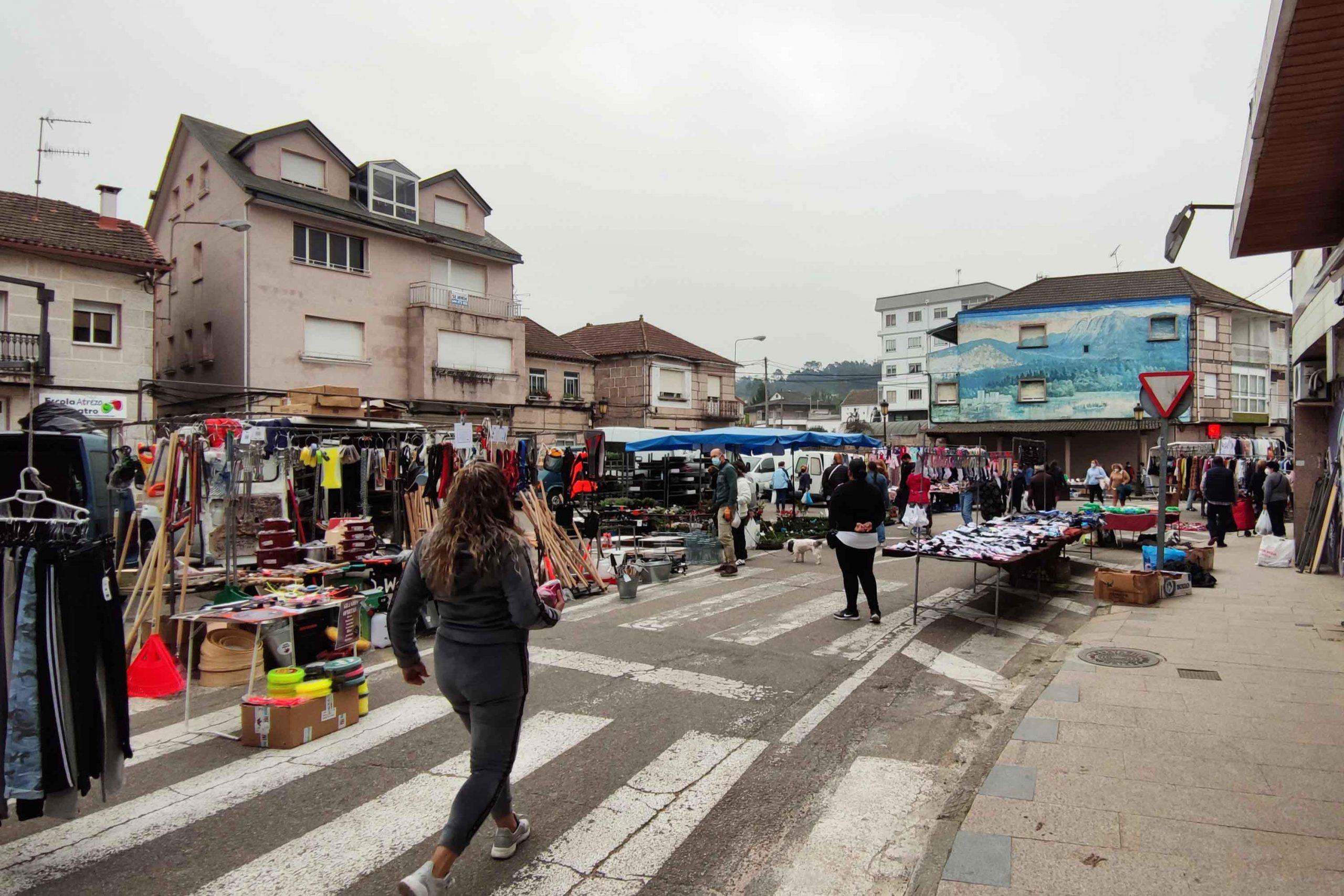 O Concello autoriza que o mercado semanal se celebre o martes 12